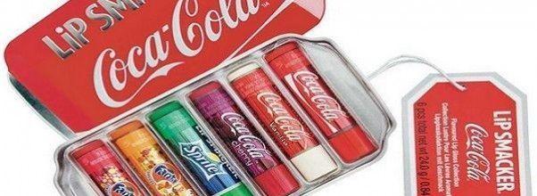 Haz morritos y muestra tus labios hidratados con el bálsamo labial con los sabores de Coca Cola